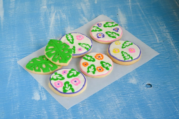 leaf and luau cookie