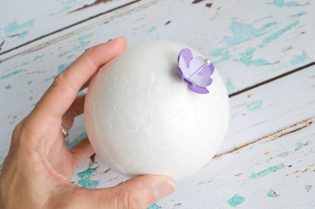 Wedding ideas  Stick-the-flowers-onto-the-ball