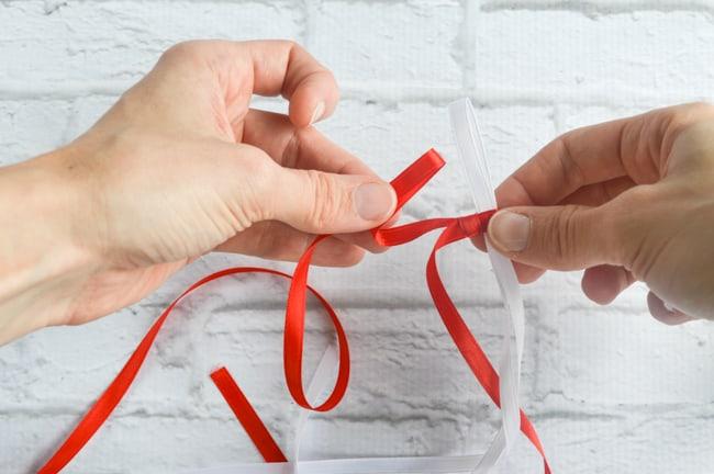 make a loop in ribbon 1