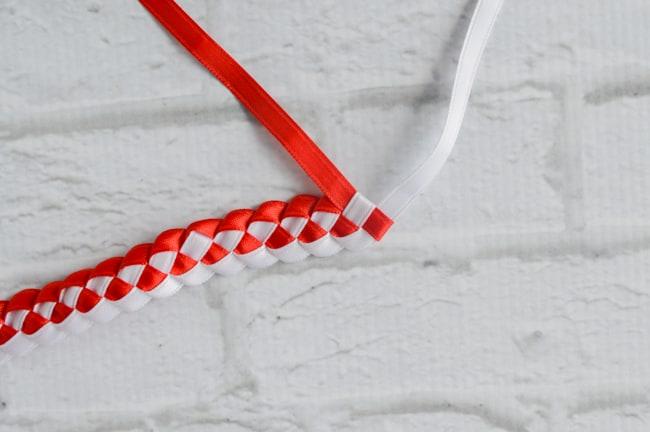 pull ribbon through last loop