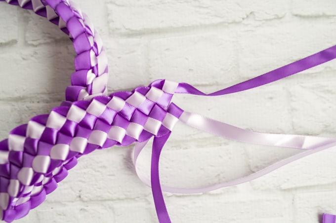 pull ribbon through final loops