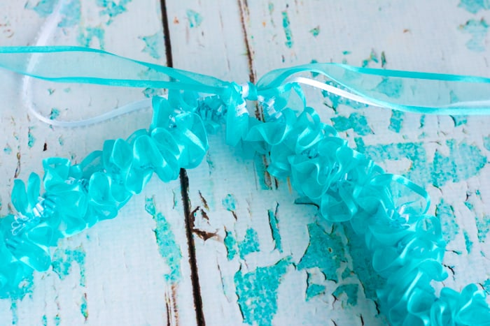 secure end of the spiral ribon lei with square knot