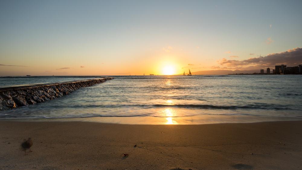 lucky live Hawaii - sunset in Waikiki