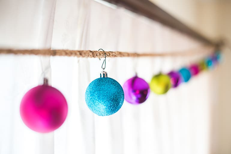 easy christmas ornament garland