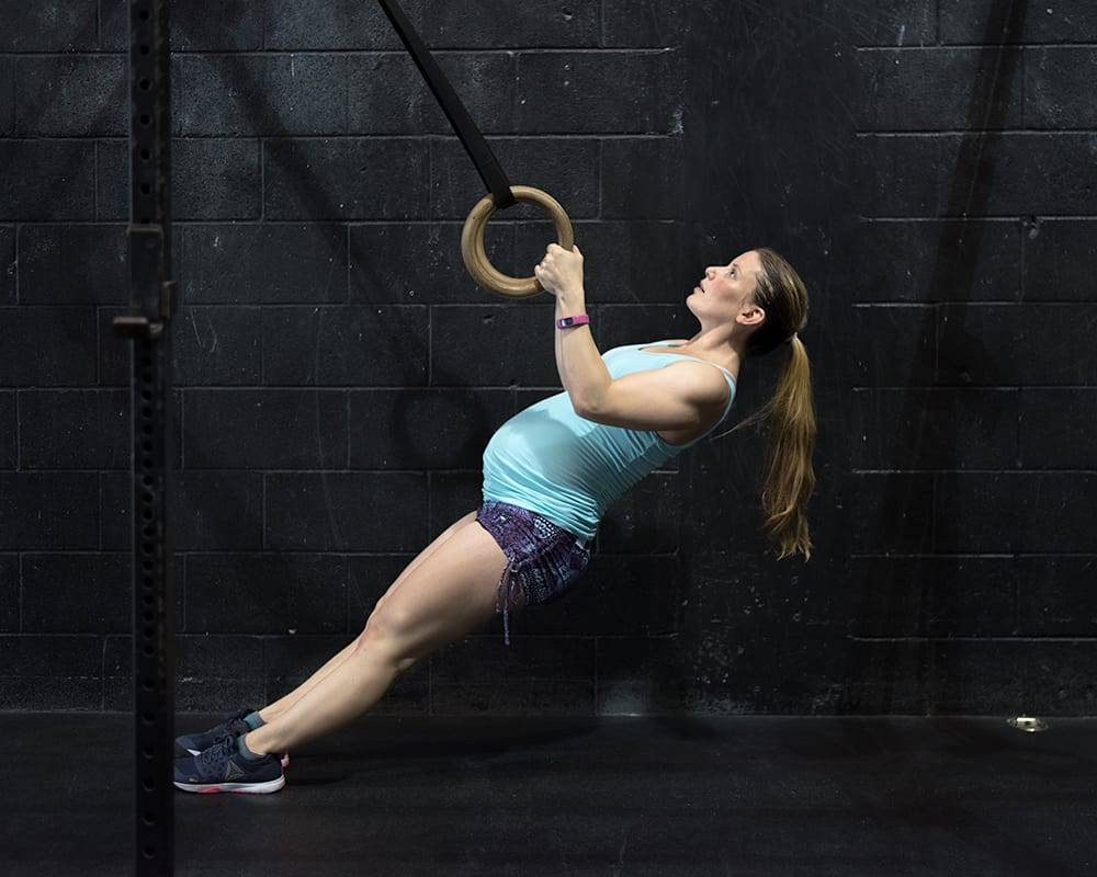 Gym maternity photoshoot - ring rows