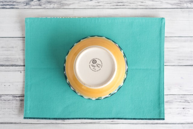 trace a circle for the plate or bowl