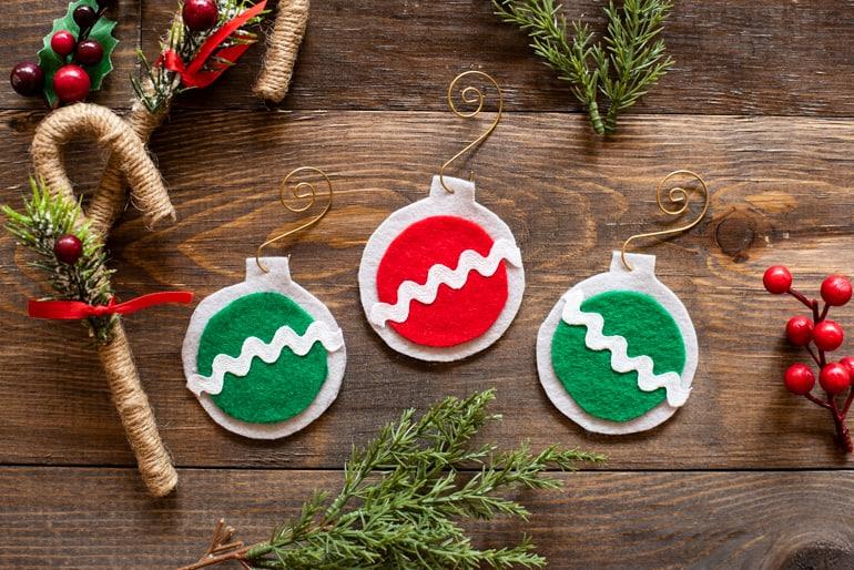easy no sew felt Christmas ornaments tutorial