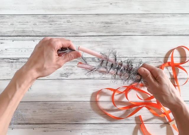How to Make a Two Straw Yarn Lei - wrap yarn in figure 8 pattern